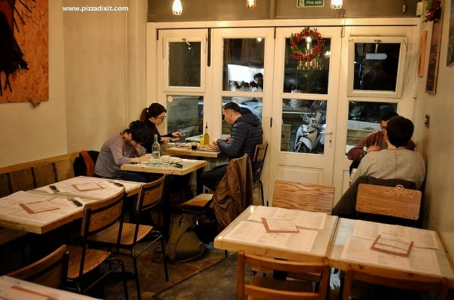 Santa Maria pizzeria Ealing locale