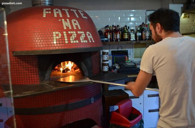 Antica Pizzeria Giacomo il pizzaiolo inforna