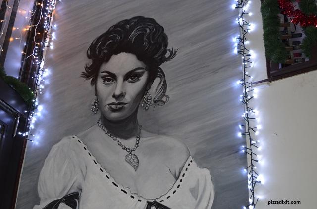 Donna Margherita pizzeria murale Sofia Loren