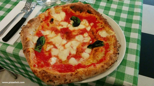 Pizza Pilgrims Covent Garden Margherita con bufala