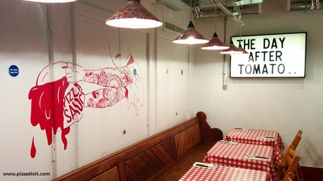 Pizza Pilgrims Covent Garden tavoli