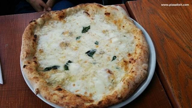 Figli del Vesuvio pizzeria Quattro Formaggi