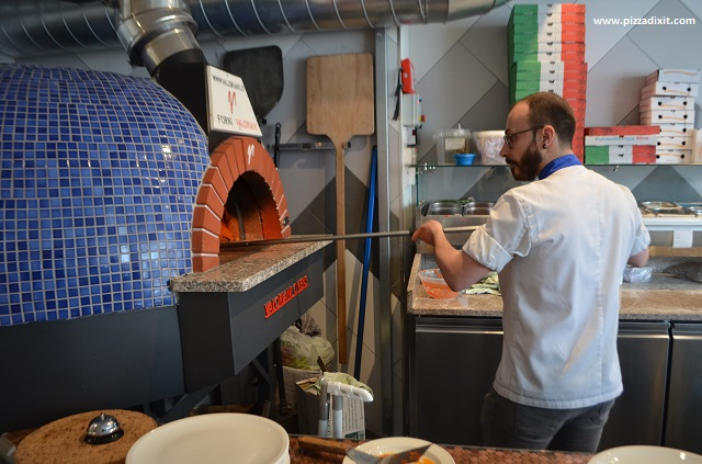 Pizzeria Melisi, Matteo Corso pizzaiolo inforna