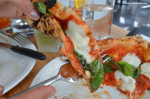 Pizzeria Melisi, fetta di pizza Margherita