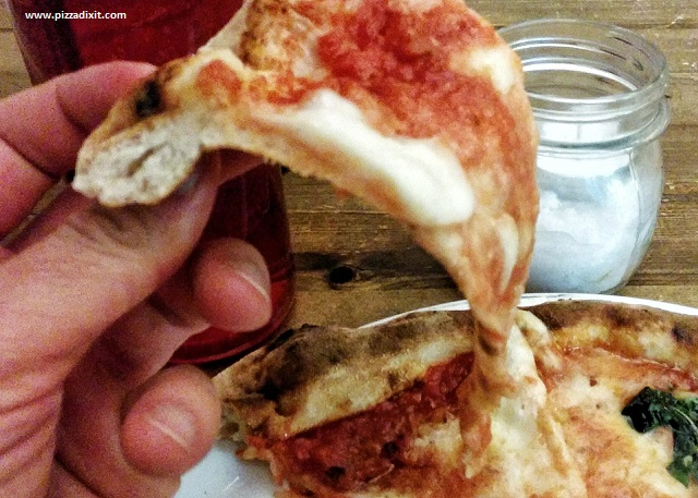 Bianco43 Trafalgar Square, fetta di pizza Margherita