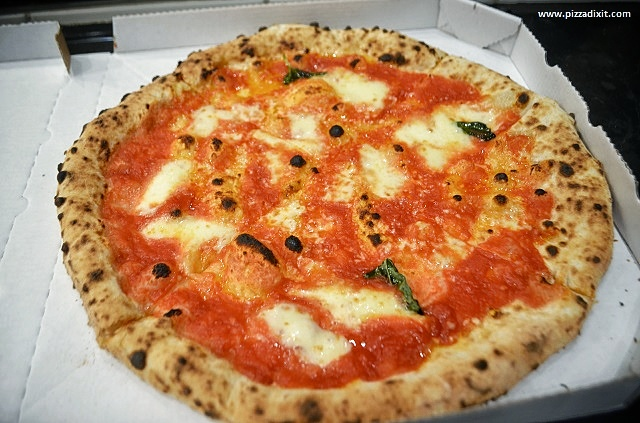 IGEN pizzeria Budapest pizza Margherita
