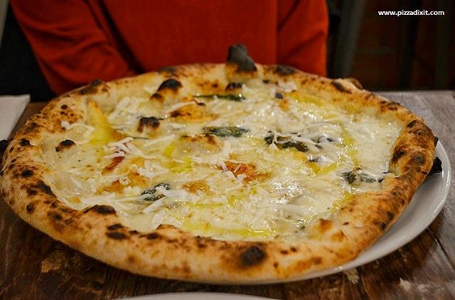 Oi Vita Pizzeria Canonbury pizza 5 formaggi
