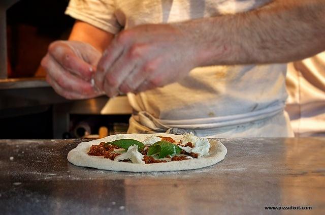 Pizza napoletana preparazione