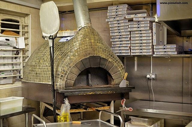 Pizzeria Addommè Streatham forno a legna