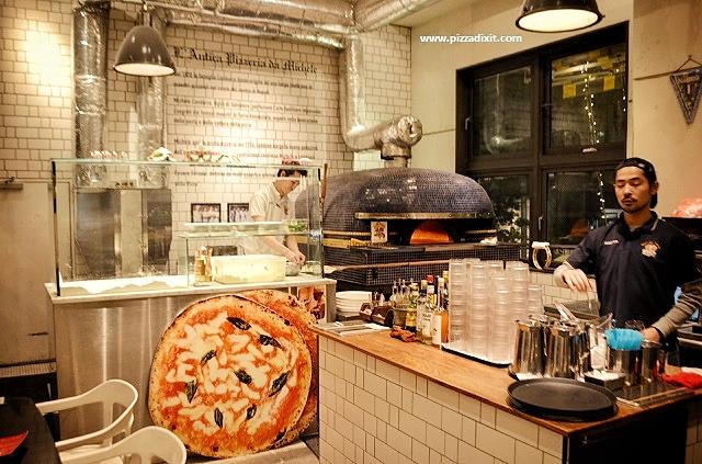 Antica Pizzeria Da Michele Tokyo il forno a legna