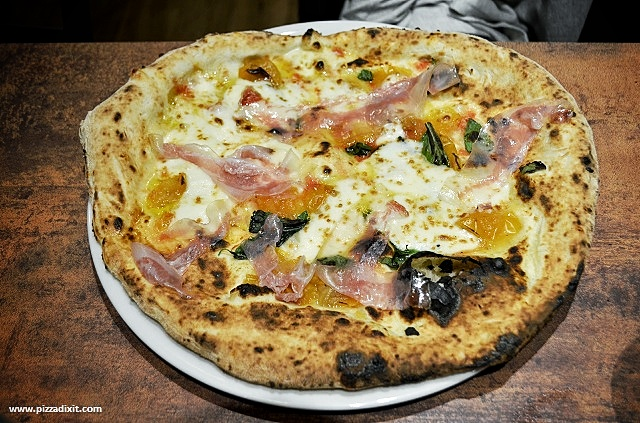 Pizzeria Quartieri Kilburn Londra provola, guanciale e datterini