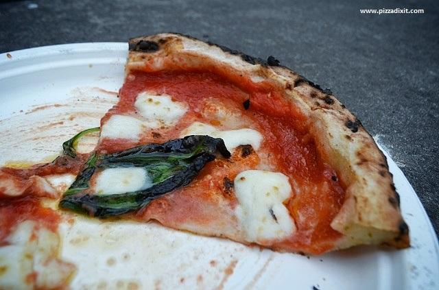 Well Kneaded pizza van Londra fetta Margherita