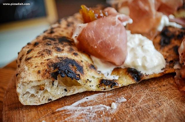 Pizzeria Tripletta Belleville Parigi, focaccia burrata prosciutto crudo e fichi
