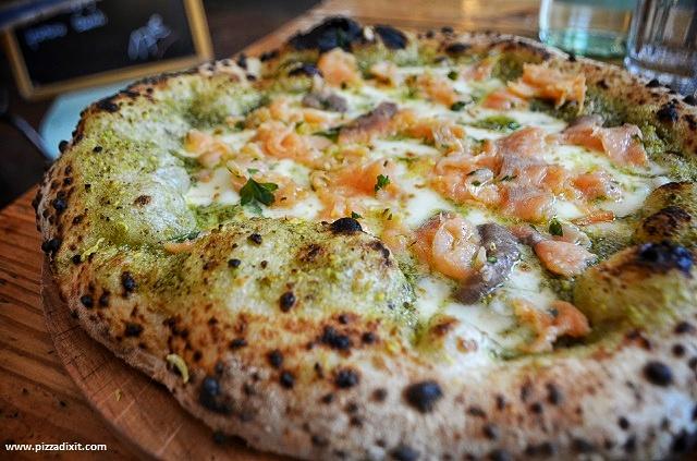 Pizzeria Tripletta Belleville Parigi, pizza Salmonata