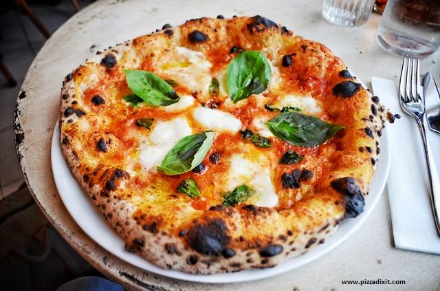 Pizzeria Simonetta Parigi, pizza Bufalina