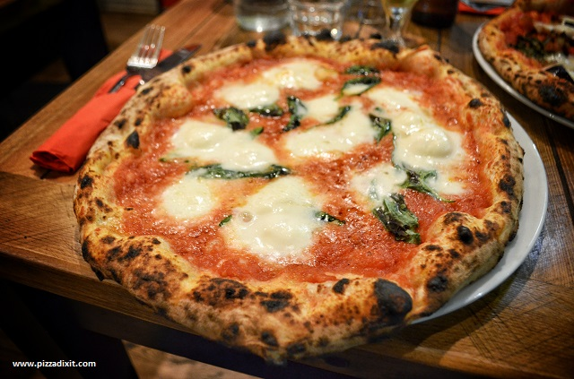 Made in South Clapham pizzeria Margherita con Bufala