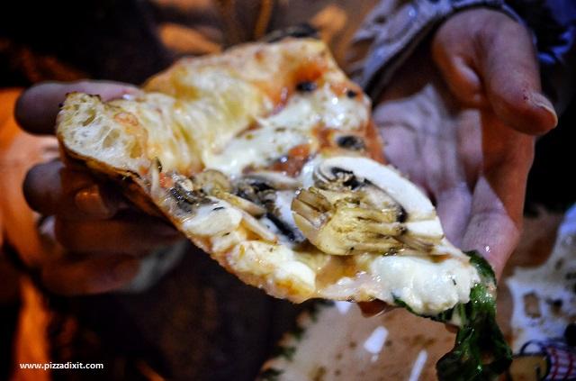 Da Sasà Bonn pizza coi funghi