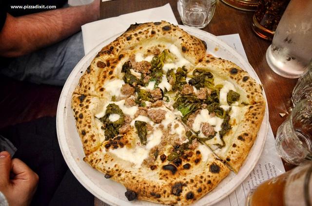 Paesano pizza Glasgow salsiccia e friarielli