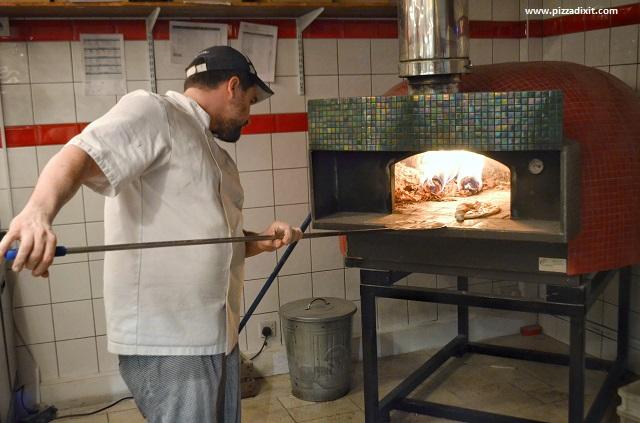 Tomatino's Thornton Heath Mario Ursano pozaiolo al forno a legna