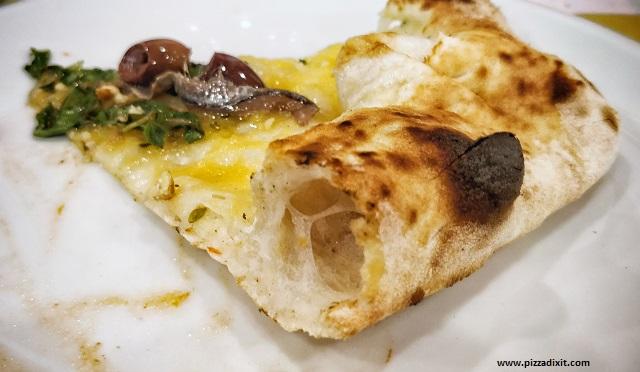 Pizza da Nanninella cotta nel forno a gas