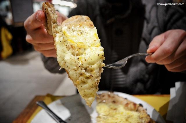 Rossopomodoro Eataly Munchen pizza cacio, pepe e limone