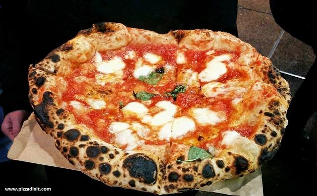 La pizza di Sud Italia cotta nel forno a gas