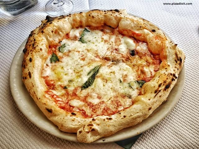 O Scia' pizzeria napoletana Parigi