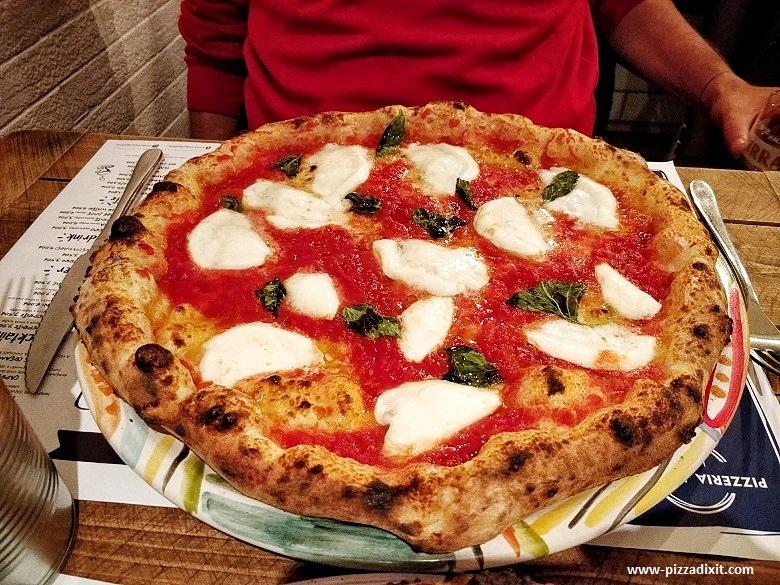 Pizzeria Pellone Clapham Londra Margherita con Bufala