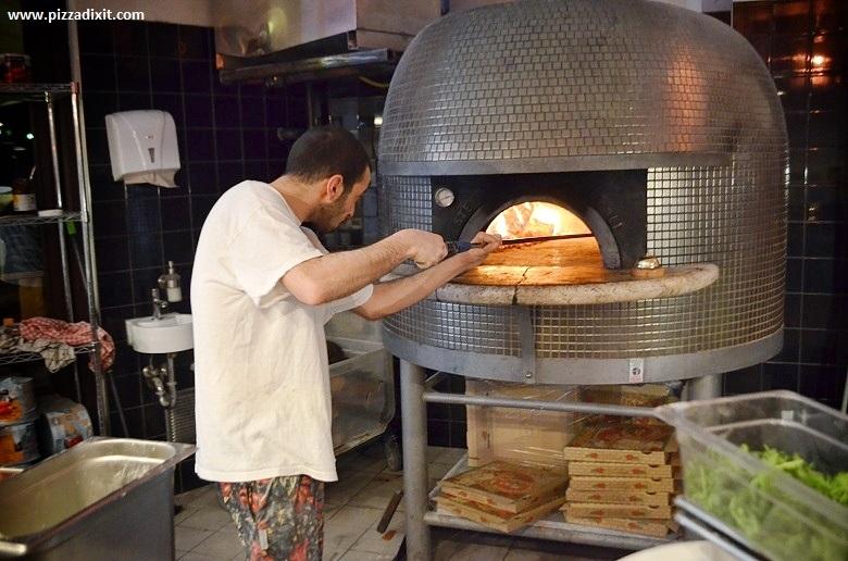 Prometeo pizzeria Berlino con forno a legna