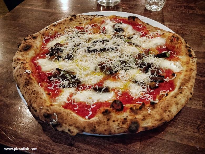 Farina pizzeria napoletana Notting Hill Londra